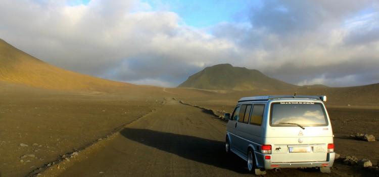 Im tiefergelegten T4 durch Island